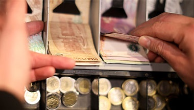 Coronavirus y la manipulación de billetes, monedas y tarjetas
